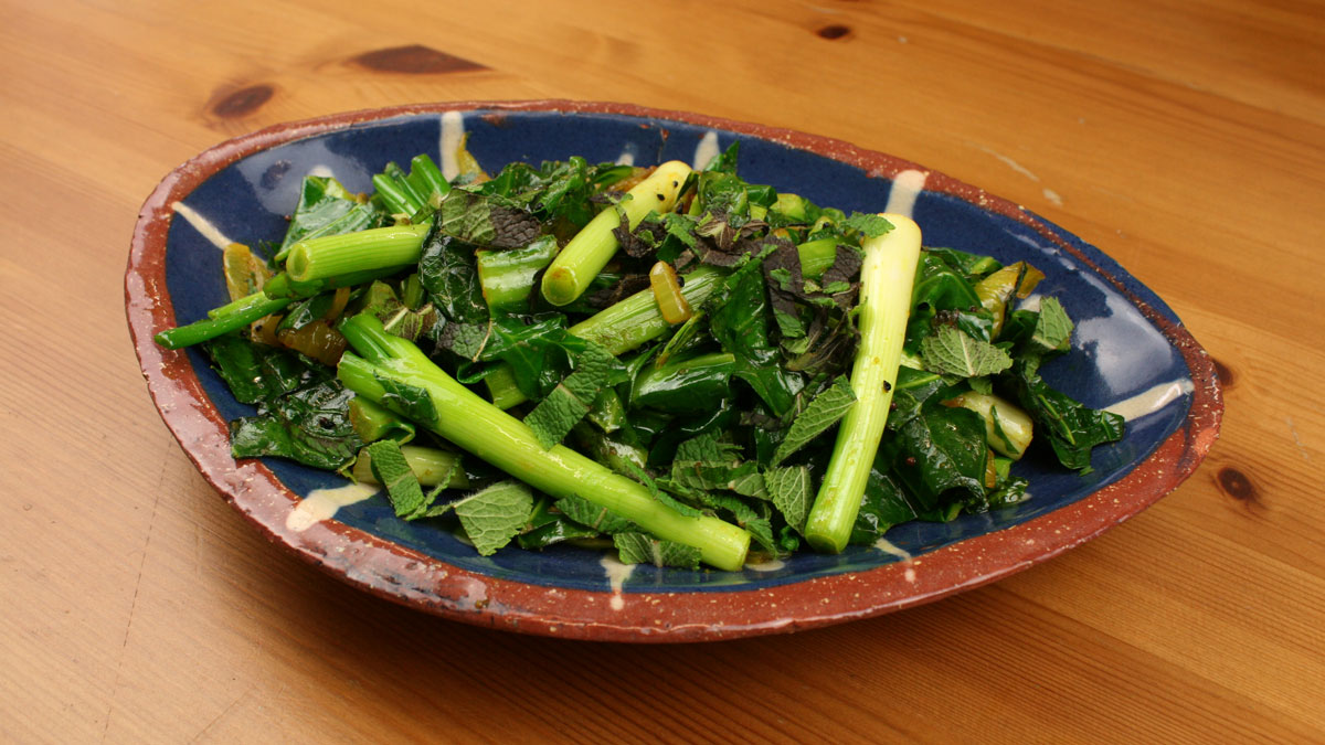 Rafi's Spicebox Piyaz Gobhi with Spring Greens, Spring Onions and Mint served in blue bowl
