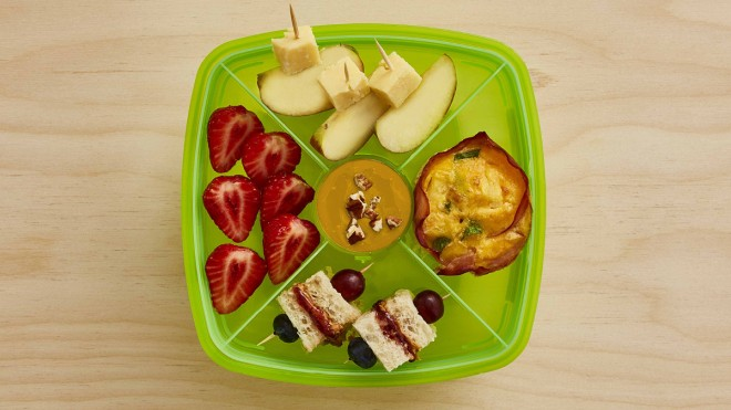 Crustless Quiche Lunchbox with various fruit snacks