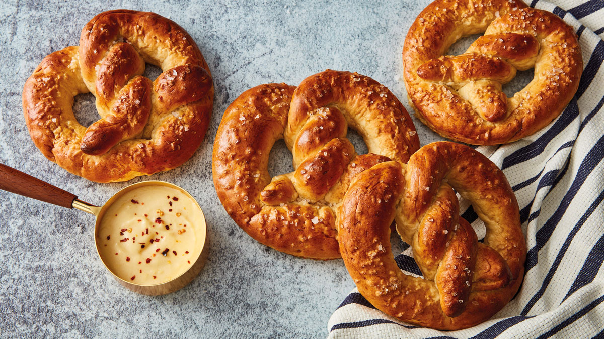 Beer Pretzels with Cheese Dip