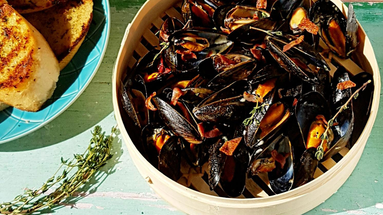 Lancashire Ale Steamed Mussels served in a wooden basket
